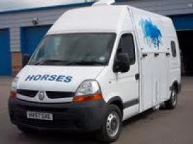 For sale: ATTRACTIVE RENAULT MASTER HORSE BOX  3.5 TON