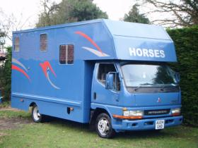 For sale: mitsubishi canter 3.0 t/diesel 3.5 tonne horse box 2004