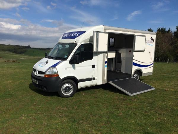 For Sale 35 Tonne Renault Master With Extra Living Grooms