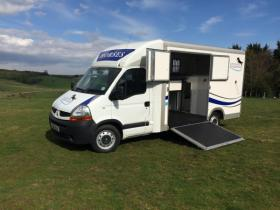 For sale: 3.5 tonne Renault Master with Extra Living/Grooms