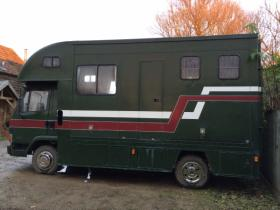 For sale: Leyland Daf 2 horse lorry