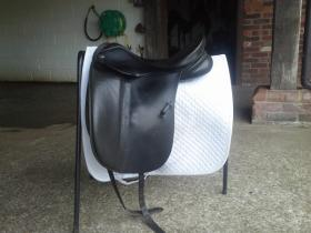 For sale: 17 inch MW dressage saddle