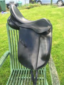 For sale: Ideal Roella 17.5 inch Med Wide Dressage Saddle