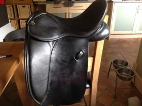 For sale: Pony, cob and horse 16.5 xw dressage saddle